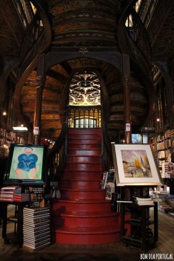 escalier-rouge-librairie-lello-porto